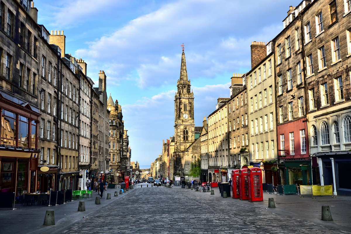edinburgh high street.jpg